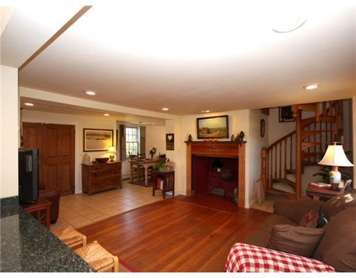 1903 West Main Road, Middletown