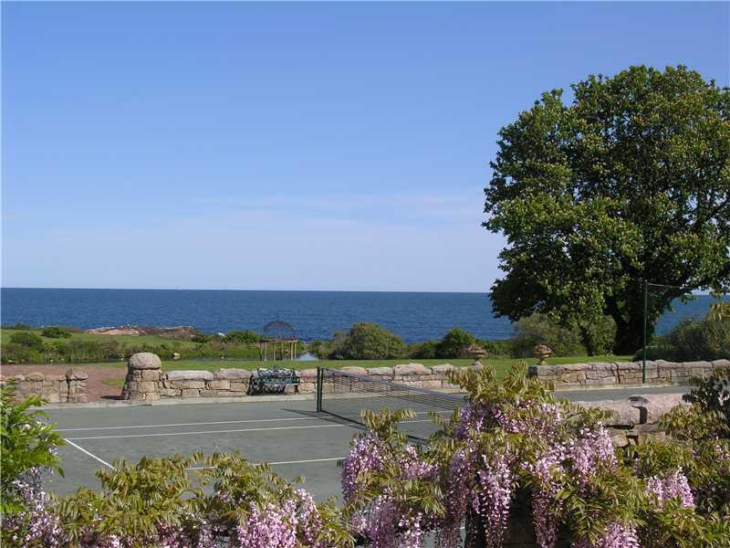 560 Ocean Road, Narragansett