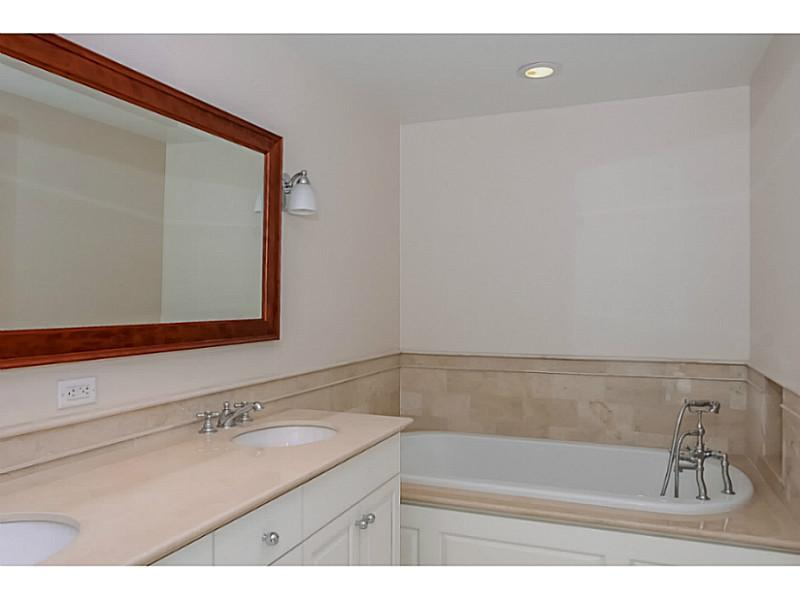 Additional photo for property listing at 1 TOWER DR 1202, Portsmouth, Rhode Island  Portsmouth, Rhode Island,02871 Verenigde Staten