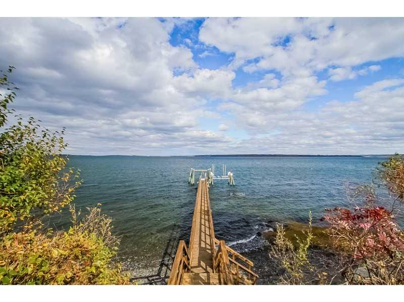 1088 East Shore Road, Jamestown