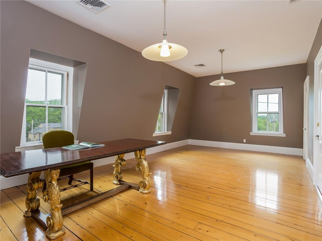 Additional photo for property listing at 3883 Main RD, Tiverton, Rhode Island  Tiverton, Rhode Island,02878 Verenigde Staten