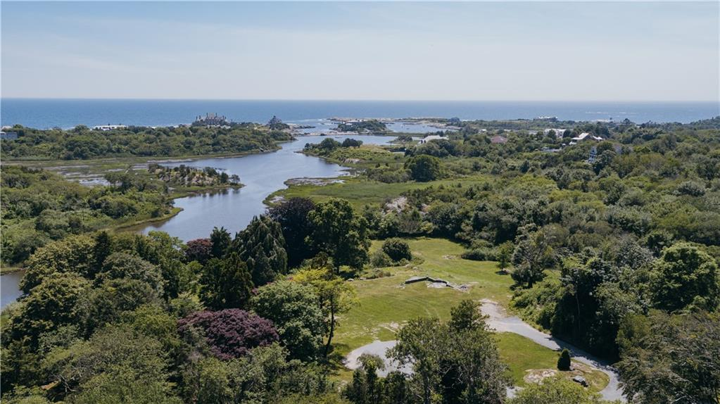 Additional photo for property listing at 90 Brenton RD, Newport, Rhode Island  Newport, Rhode Island,02840 États-Unis