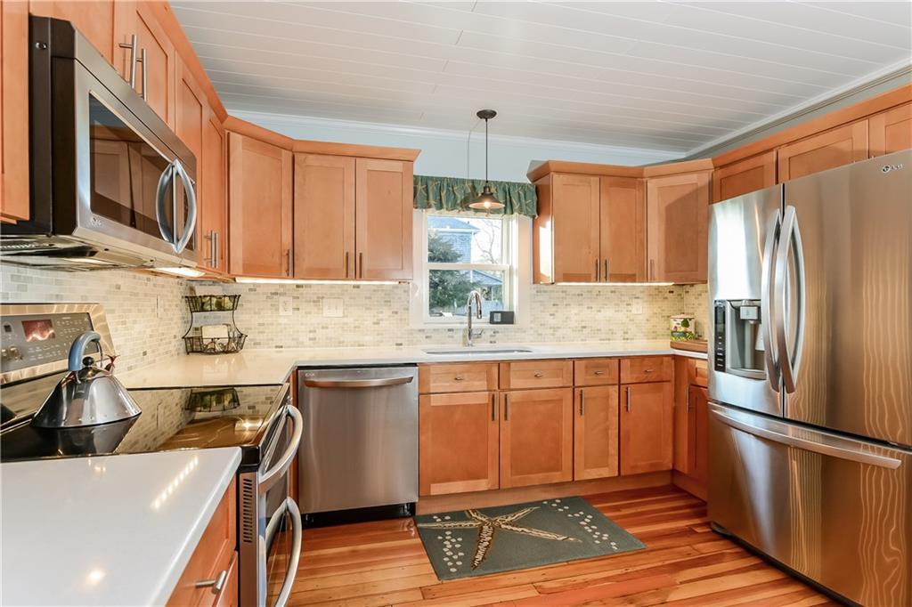 12 Perkins Avenue, Narragansett