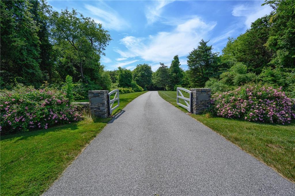 260 Beavertail Road, Jamestown