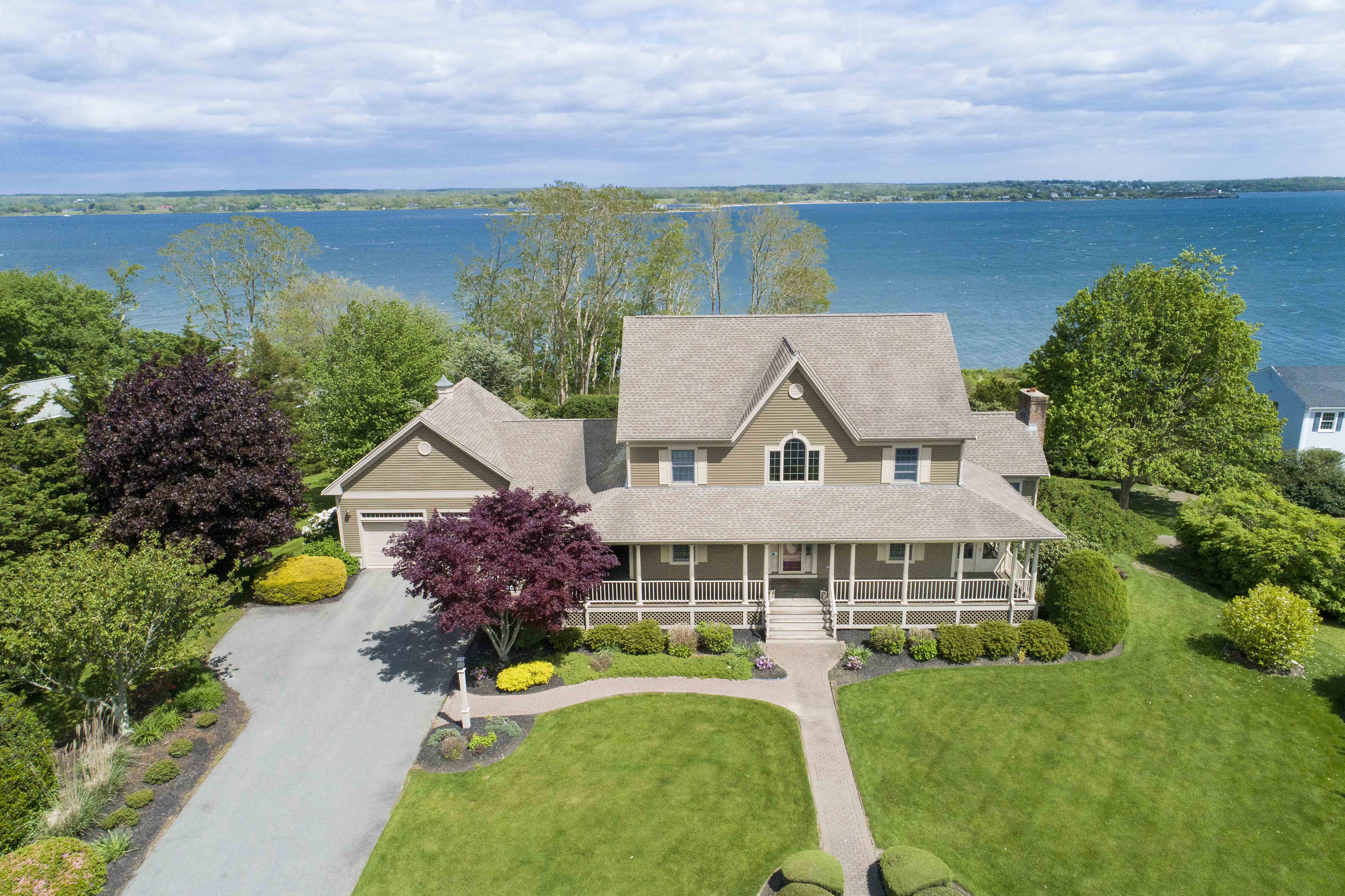 WATERFRONT COLONIAL SELLS FOR $1.39M+ MARKING 2ND HIGHEST SALE IN PORTSMOUTH YEAR-TO-DATE*