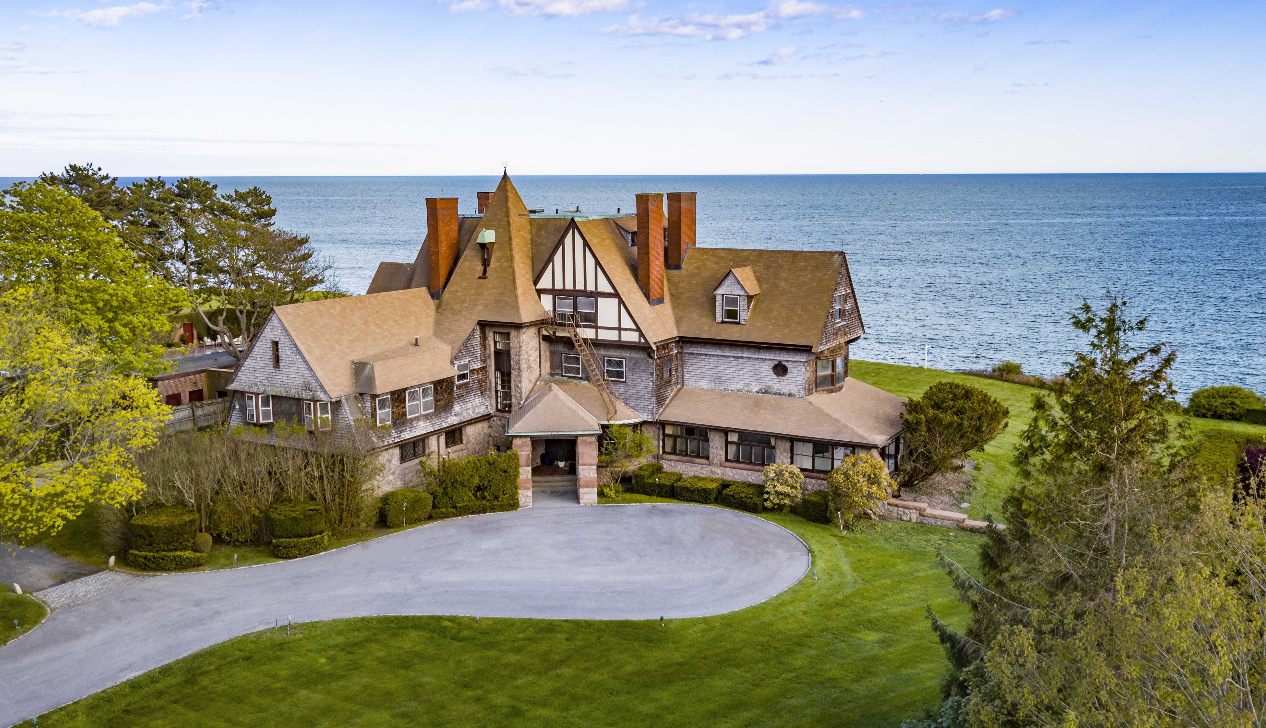 LILA DELMAN REAL ESTATE SELLS NEWPORT'S ICONIC OCEANFRONT ESTATE 'MIDCLIFF' FOR $6.2M, MARKING ONE OF THE YEAR'S TOP 3 SALES STATEWIDE*