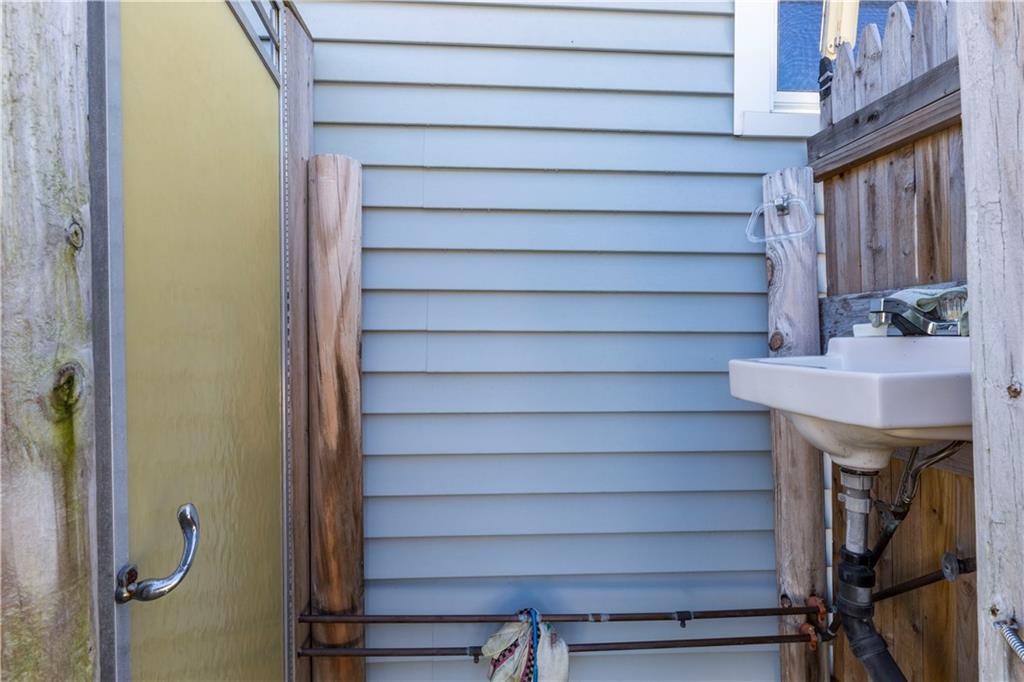 7 Frank Low Street, Narragansett