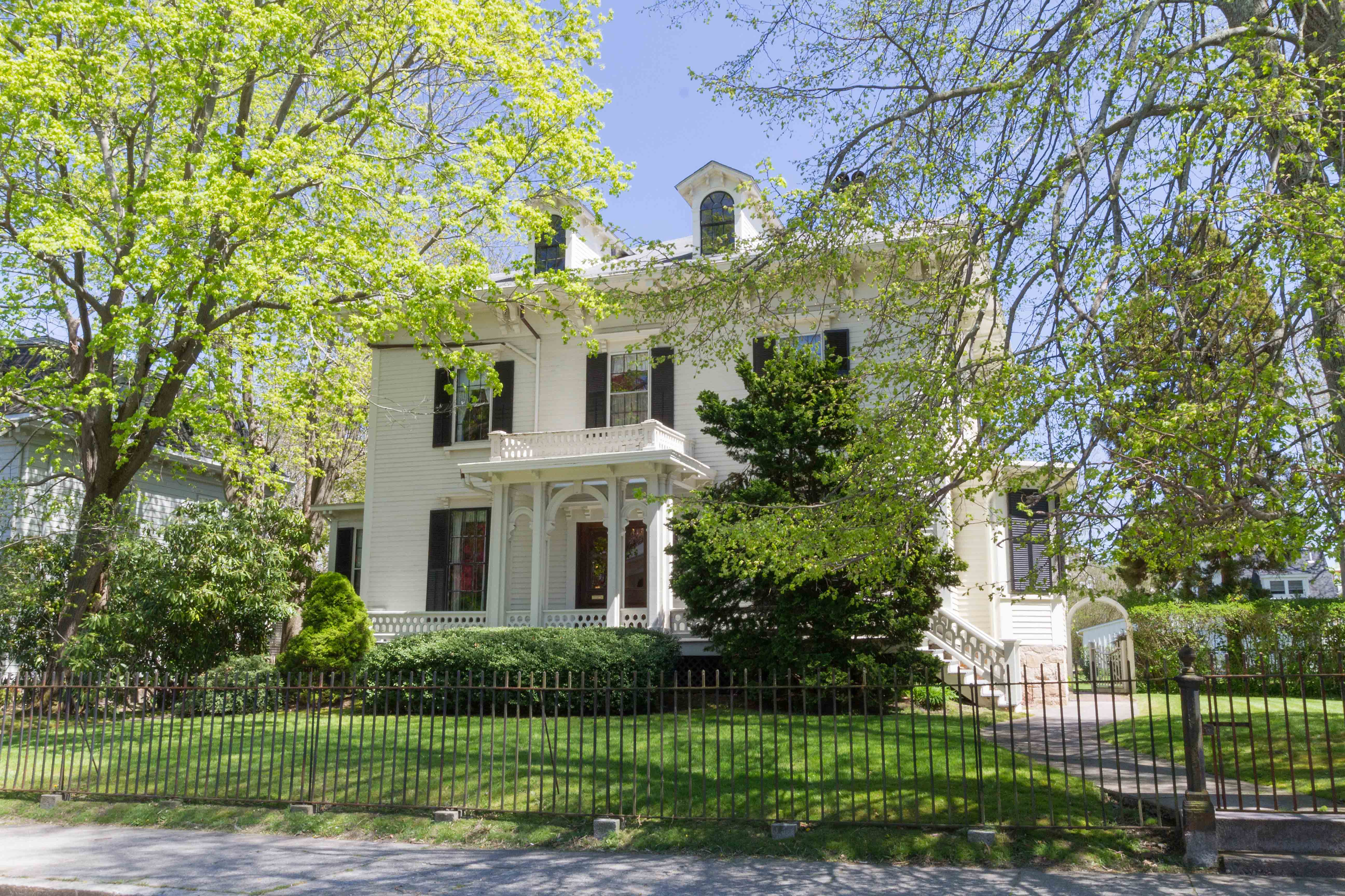 LILA DELMAN REAL ESTATE SELLS KAY STREET VICTORIAN AND ADJACENT LOT FOR A COMBINED SALES PRICE OF $2.395M