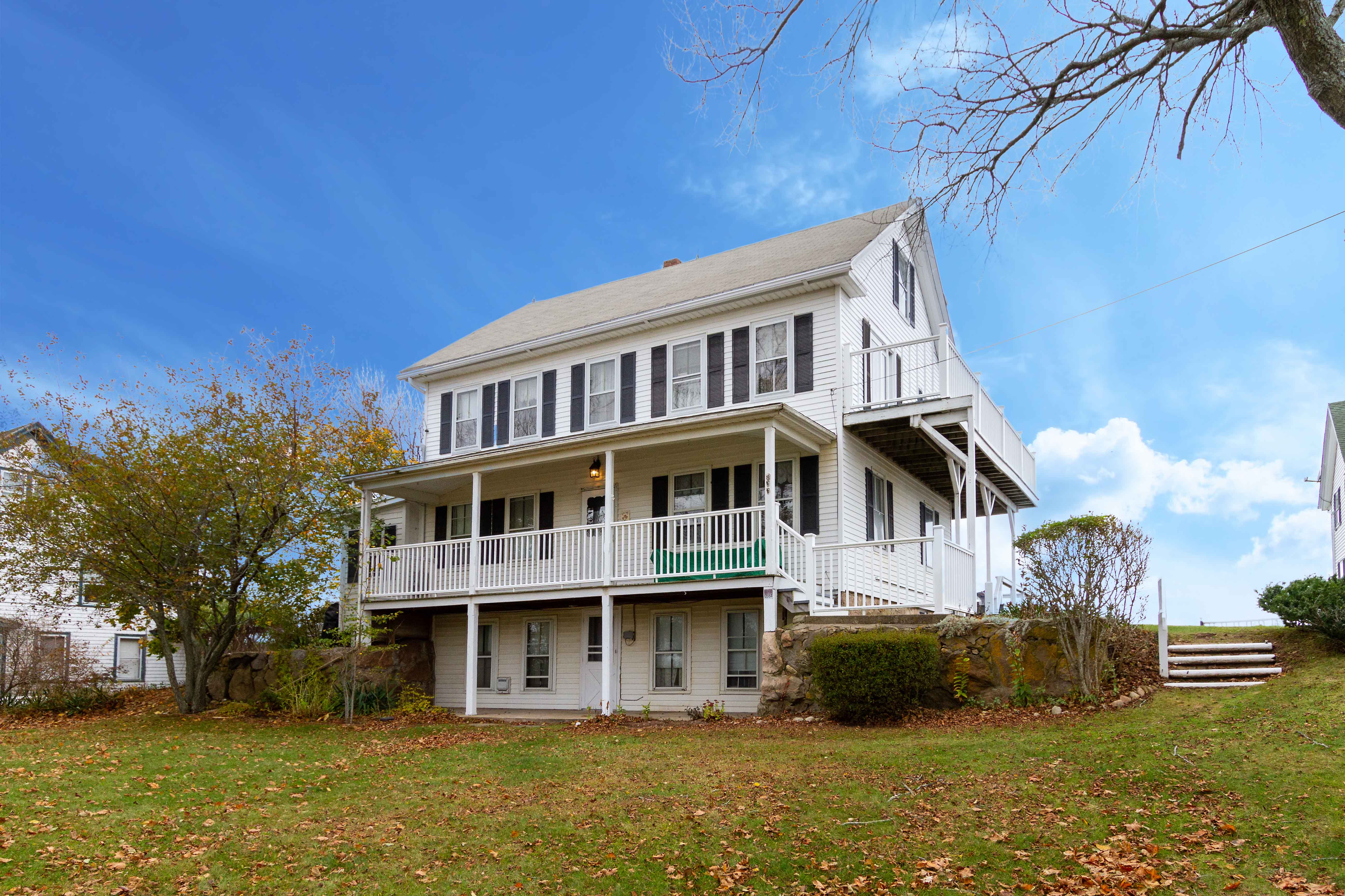 BLOCK ISLAND BED & BREAKFAST SELLS FOR $1,585,000, MARKING ONE OF THE TOP THREE SALE ON THE ISLAND THIS YEAR*
