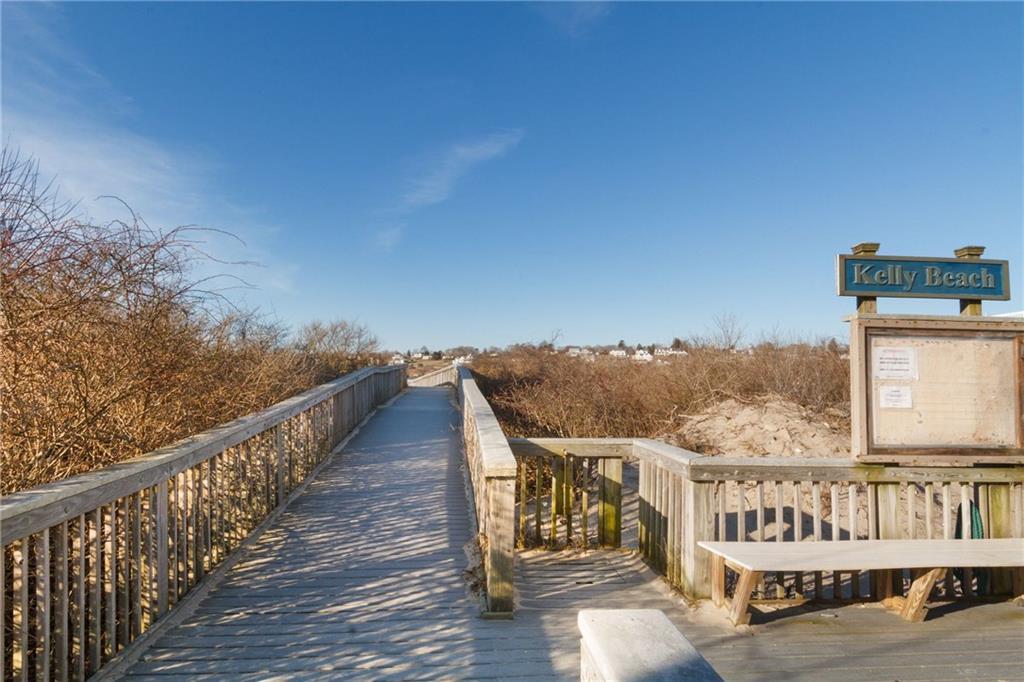 8 Dunes Road, Narragansett