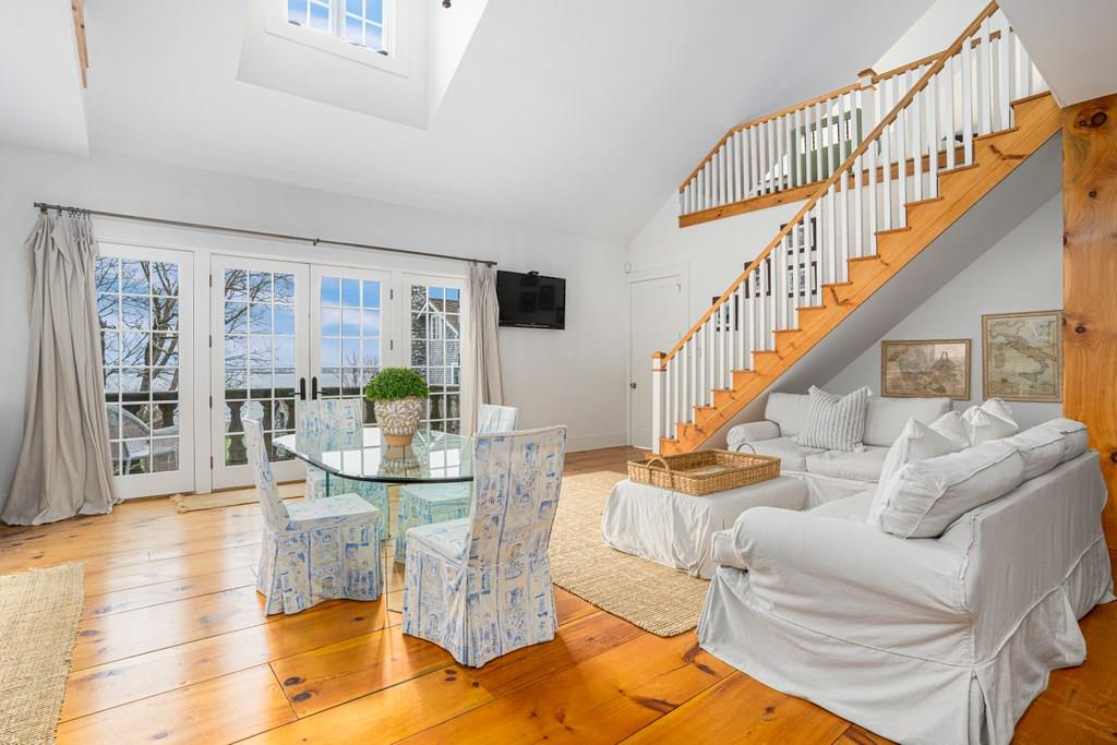 256 E Shore Road, Jamestown