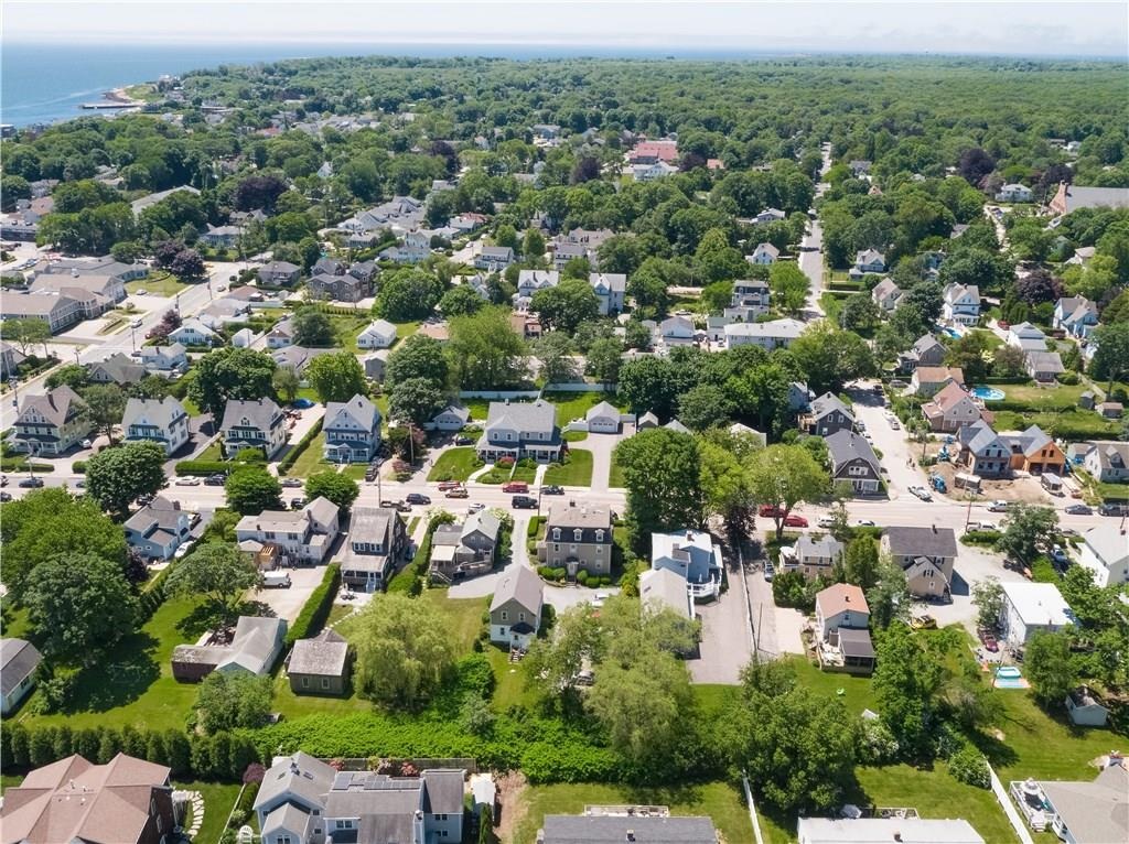 65 Narragansett Avenue, Narragansett