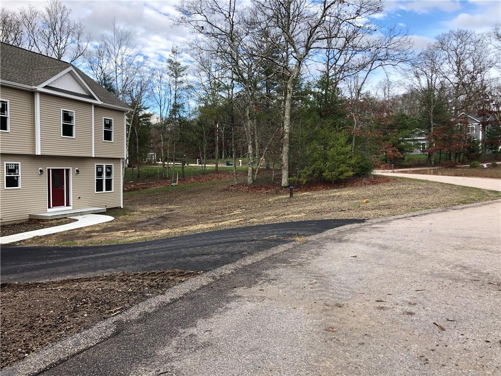 16 Shady Grove Road, Hopkinton