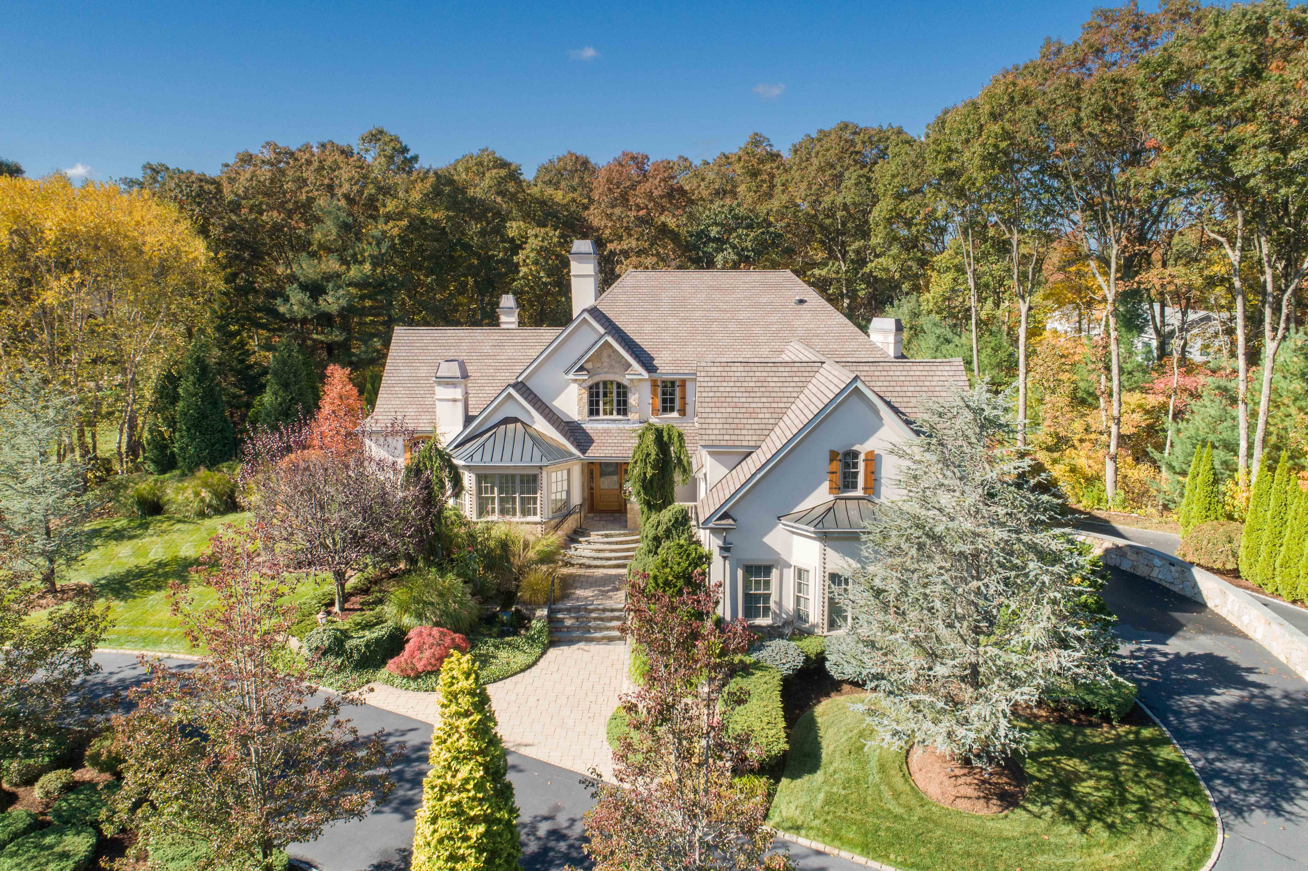 COWESETT HOME SELLS FOR RECORD BREAKING $1,400,000, MARKING HIGHEST NON-WATER AMENITY RESIDENTIAL SALE IN WARWICK EVER*
