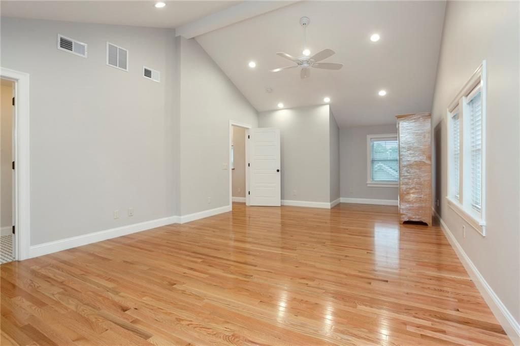 32 Rodman Street, Narragansett