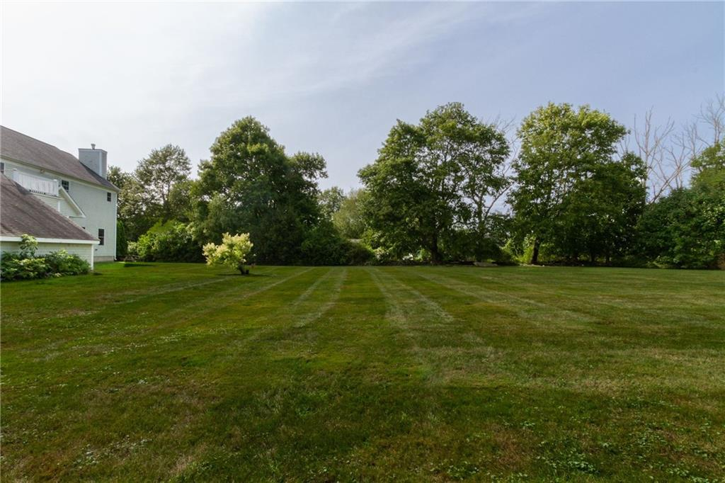 1132 Green End Avenue, Middletown