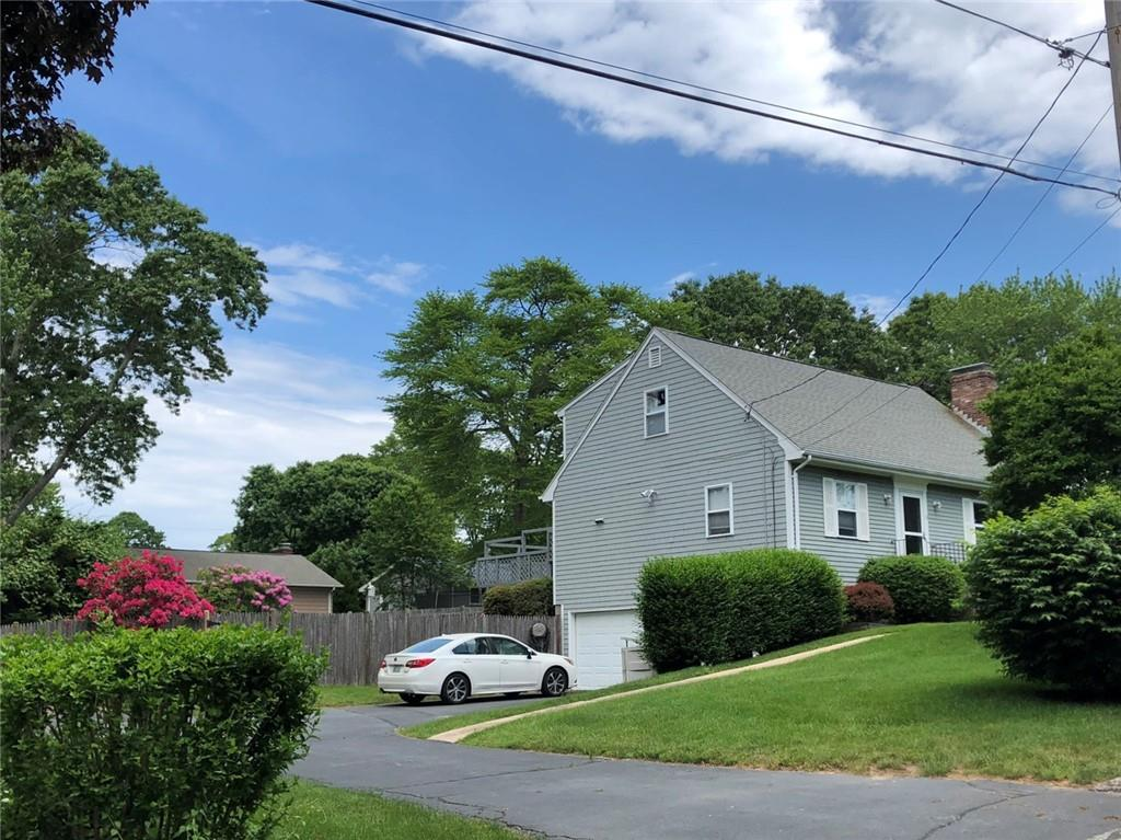 13 Crestwood Drive, Narragansett