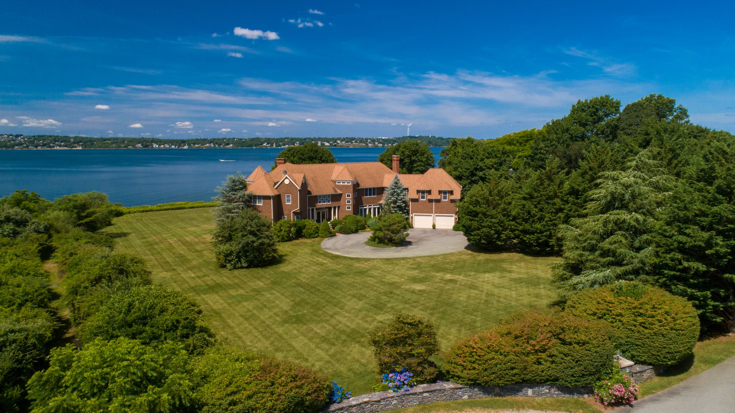 LILA DELMAN COMPASS SELLS WATERFRONT HOME,  MARKING THE HIGHEST SALE IN TIVERTON SINCE 2018*