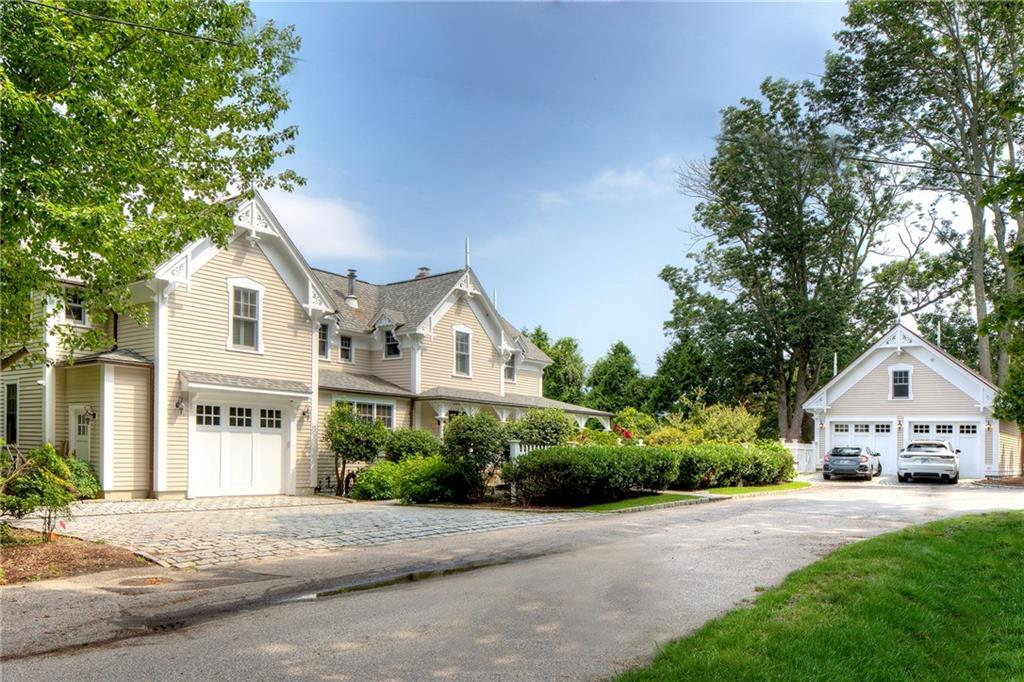 24 Orient Avenue, Jamestown