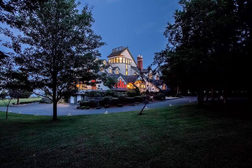 589 Beavertail Road, Jamestown